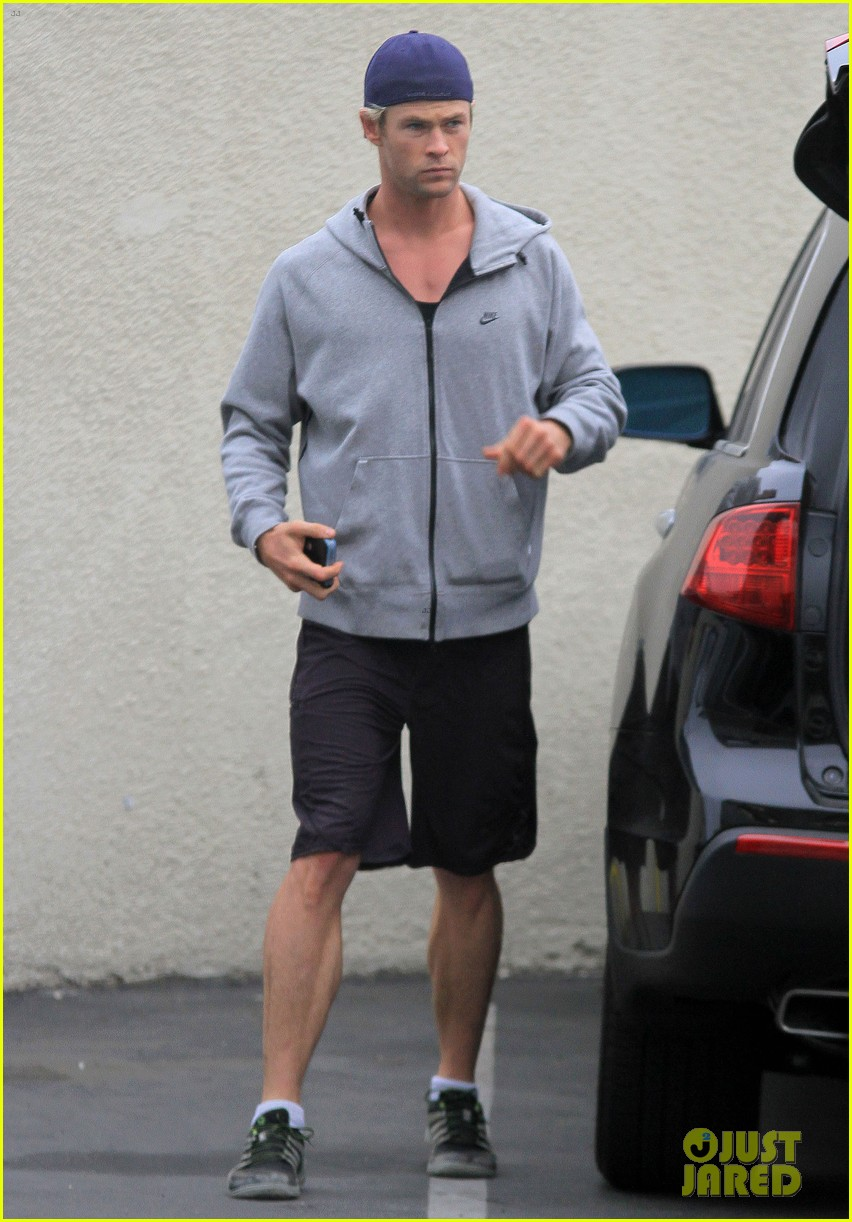 chris hemsworth hits the gym elsa pataky rides in a limo 032839702