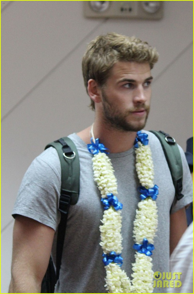 liam hemsworth arrives in manila post miley cyrus split rumors 022830956