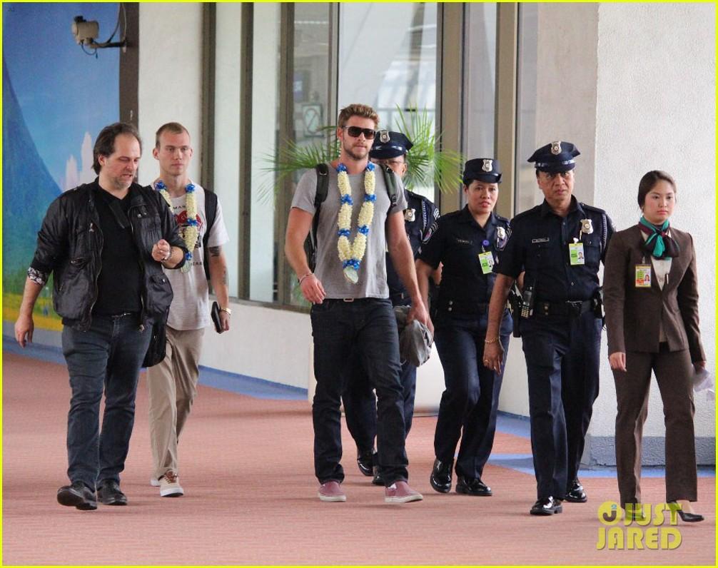 liam hemsworth arrives in manila post miley cyrus split rumors 032830957