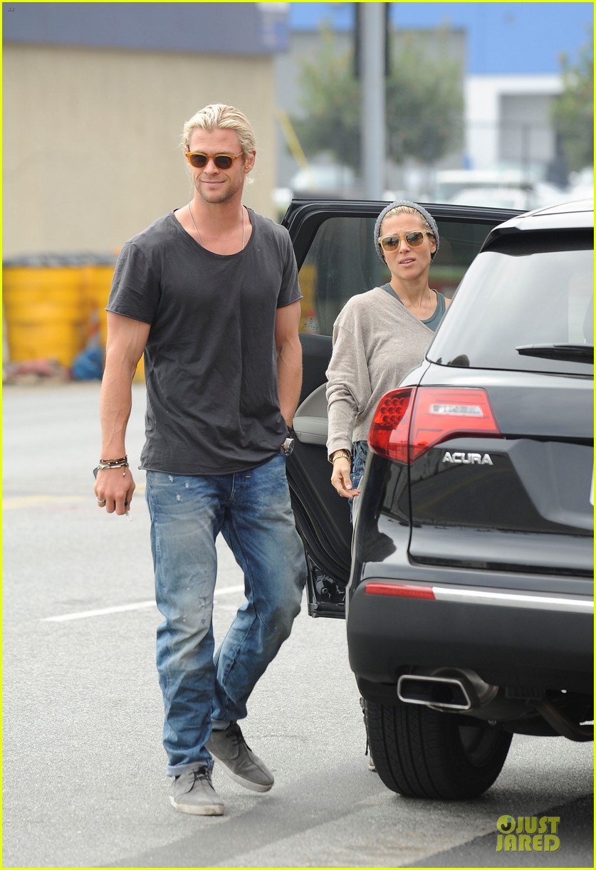 chris hemsworth elsa pataky rug shopping with india 04