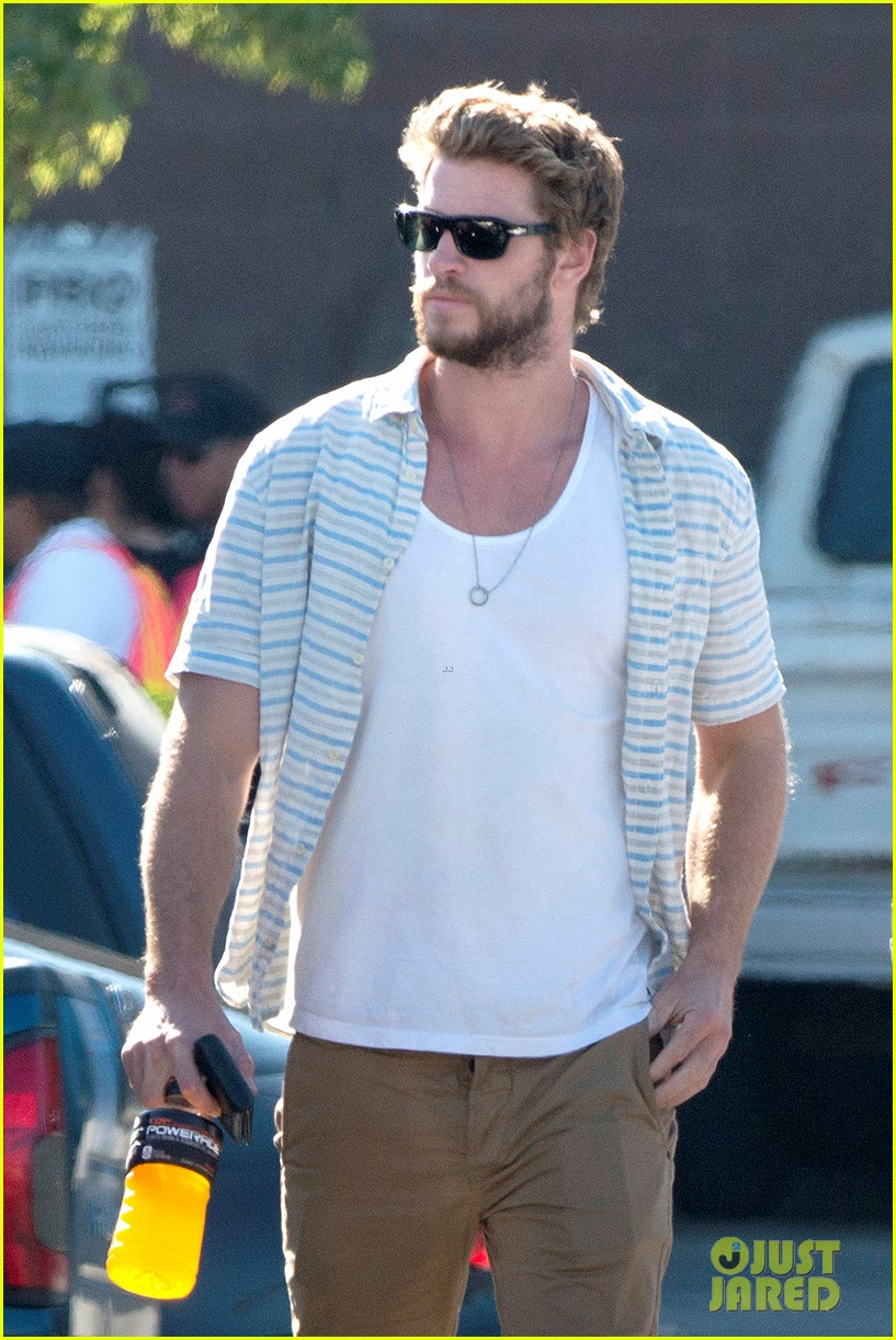 liam hemsworth shops with friends miley cyrus visits studio 06