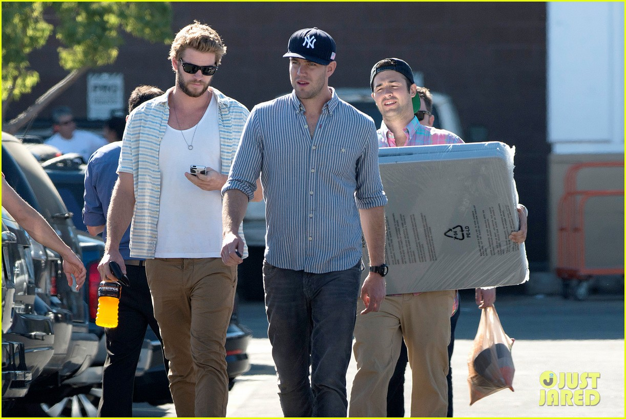 liam hemsworth shops with friends miley cyrus visits studio 122840710
