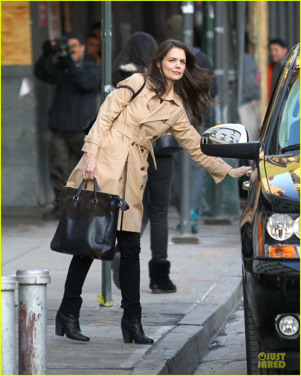 katie holmes big apple diner with male pal 012834225
