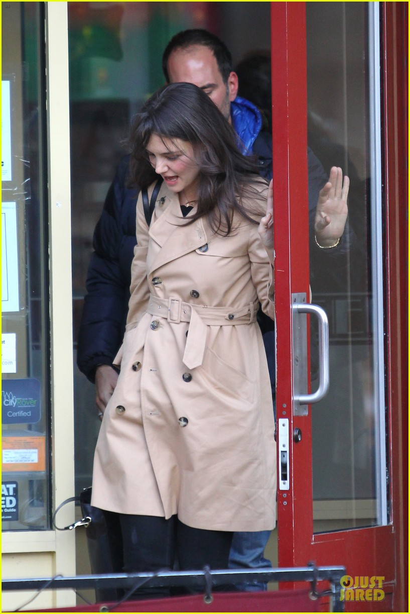 katie holmes big apple diner with male pal 022834226