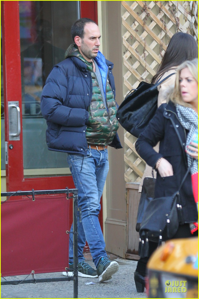 katie holmes big apple diner with male pal 032834227