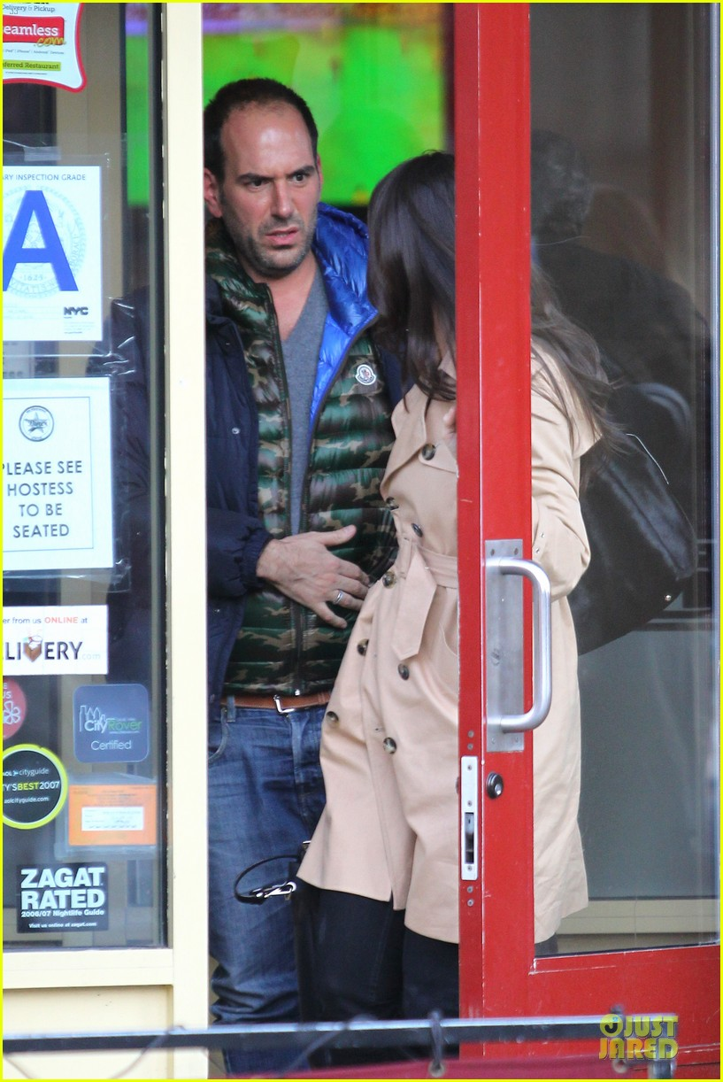 katie holmes big apple diner with male pal 042834228