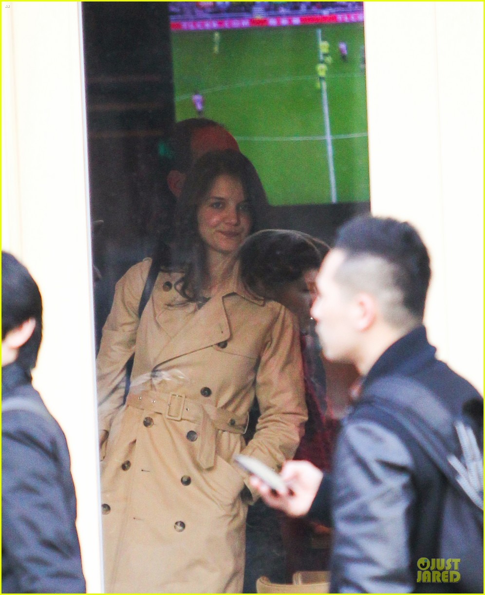katie holmes big apple diner with male pal 062834230