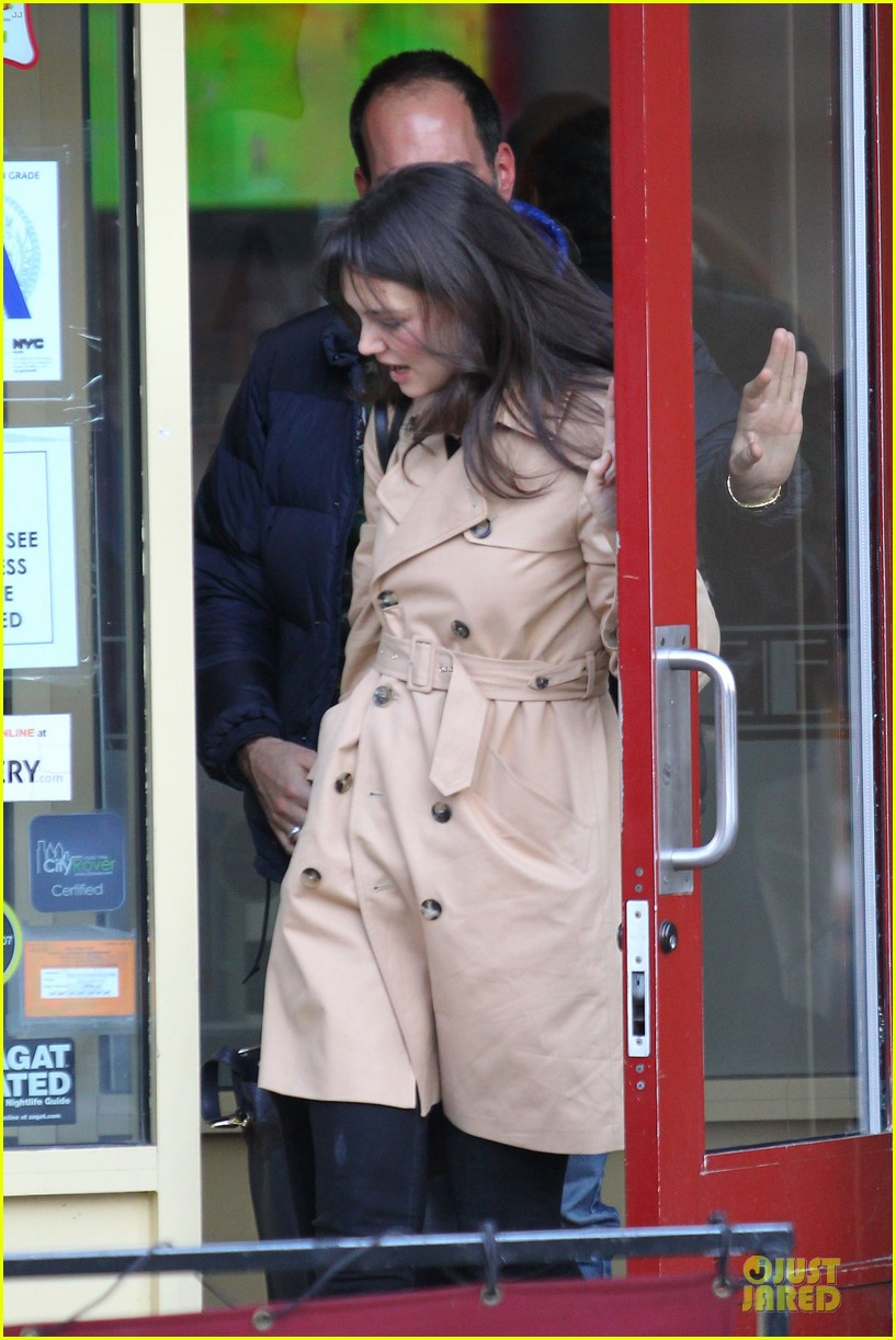 katie holmes big apple diner with male pal 092834233