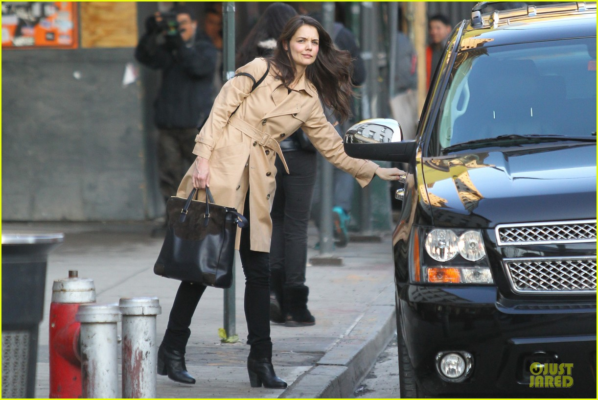 katie holmes big apple diner with male pal 11