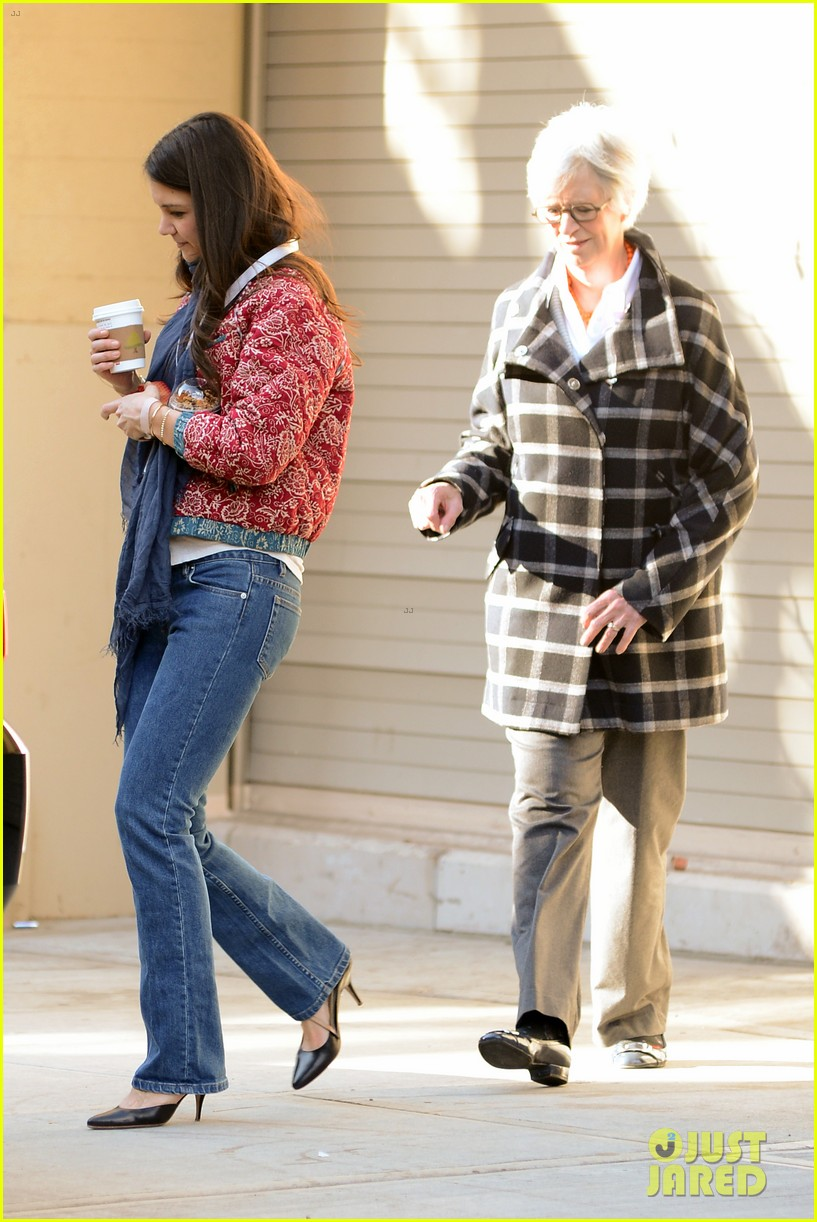 katie holmes lunch date with mom 02