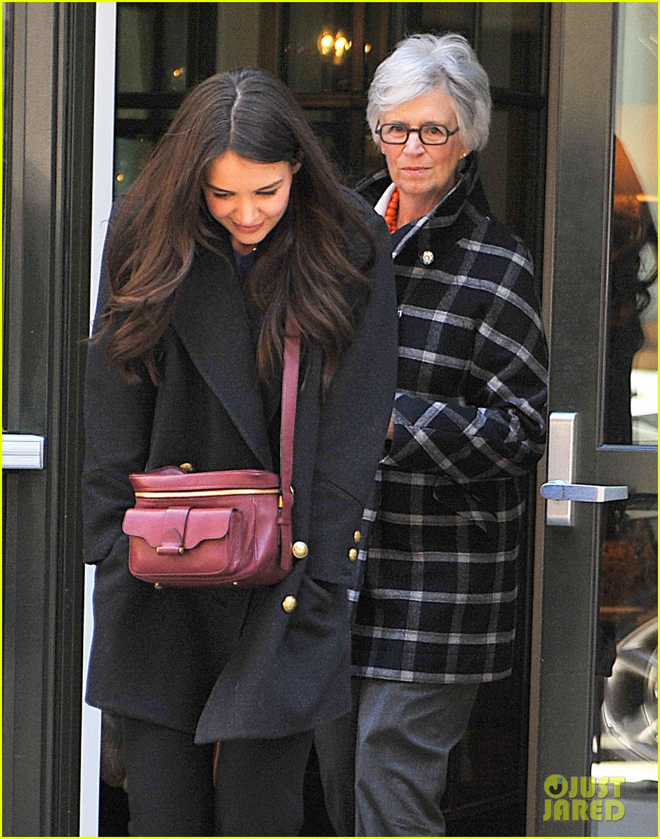 katie holmes lunch date with mom 032825953