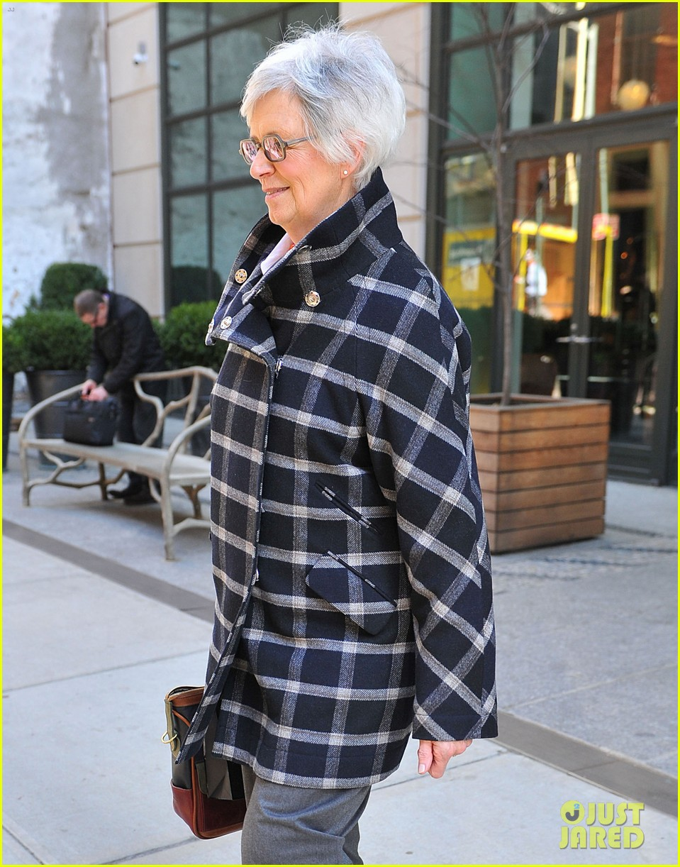 katie holmes lunch date with mom 092825959
