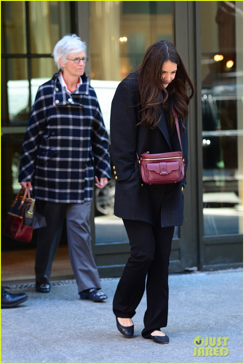 katie holmes lunch date with mom 102825960