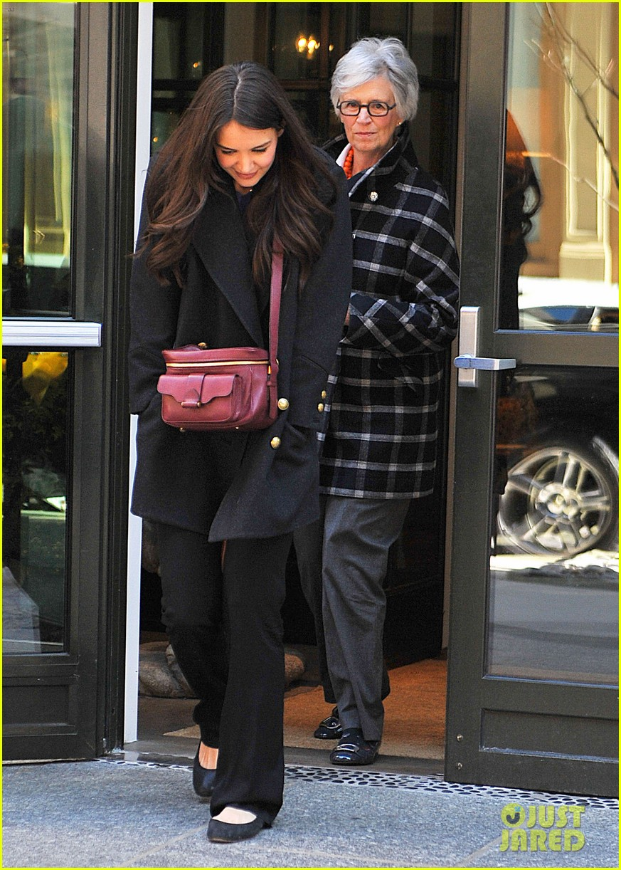 katie holmes lunch date with mom 122825962