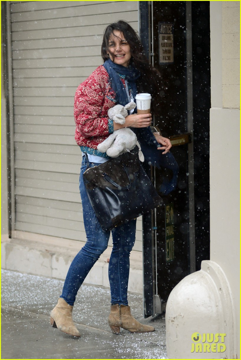 katie holmes snowy suri drop off 06