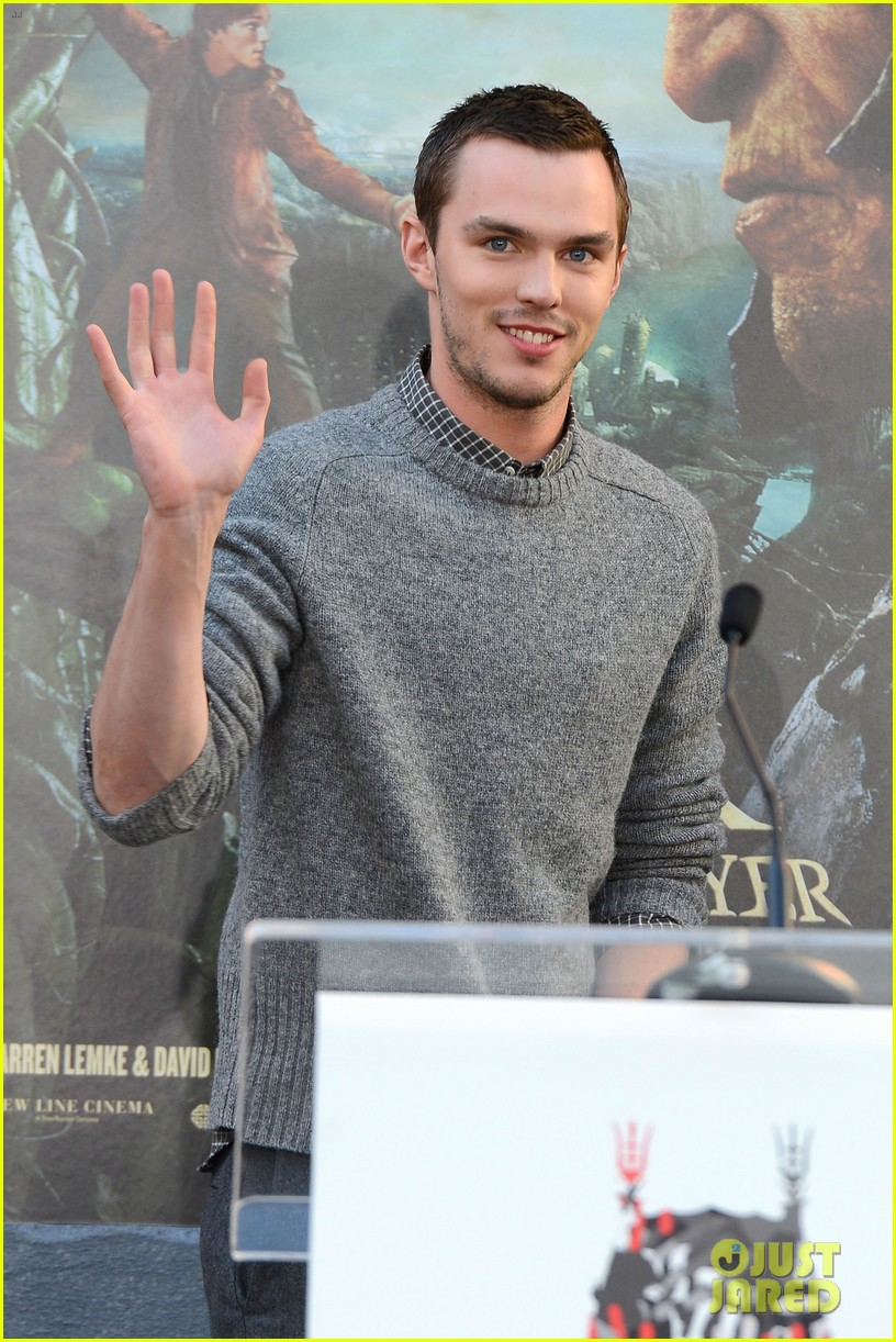 nicholas hoult jack the giant slayer footprint unveiling 022822716