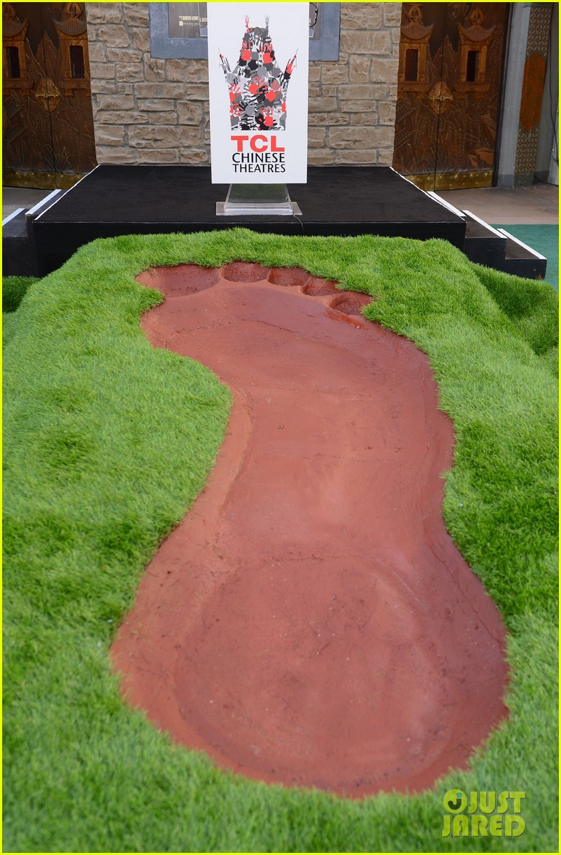 nicholas hoult jack the giant slayer footprint unveiling 032822717