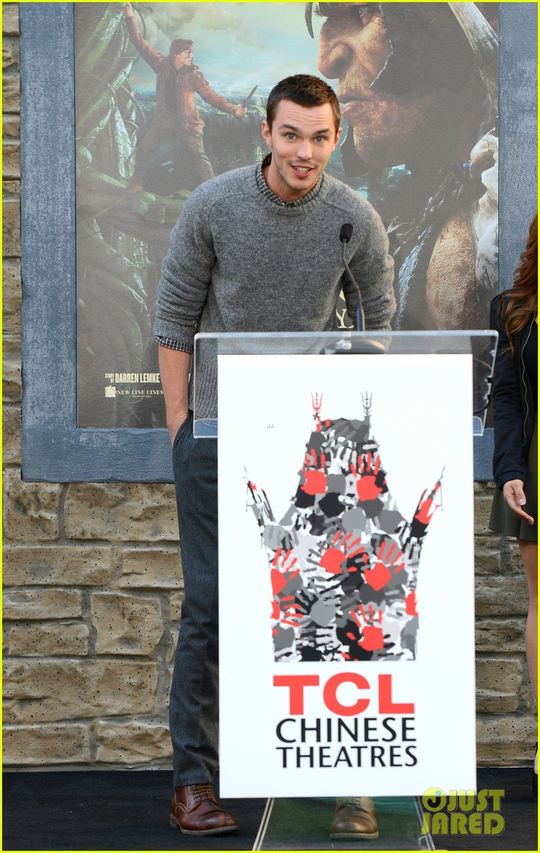 nicholas hoult jack the giant slayer footprint unveiling 062822720