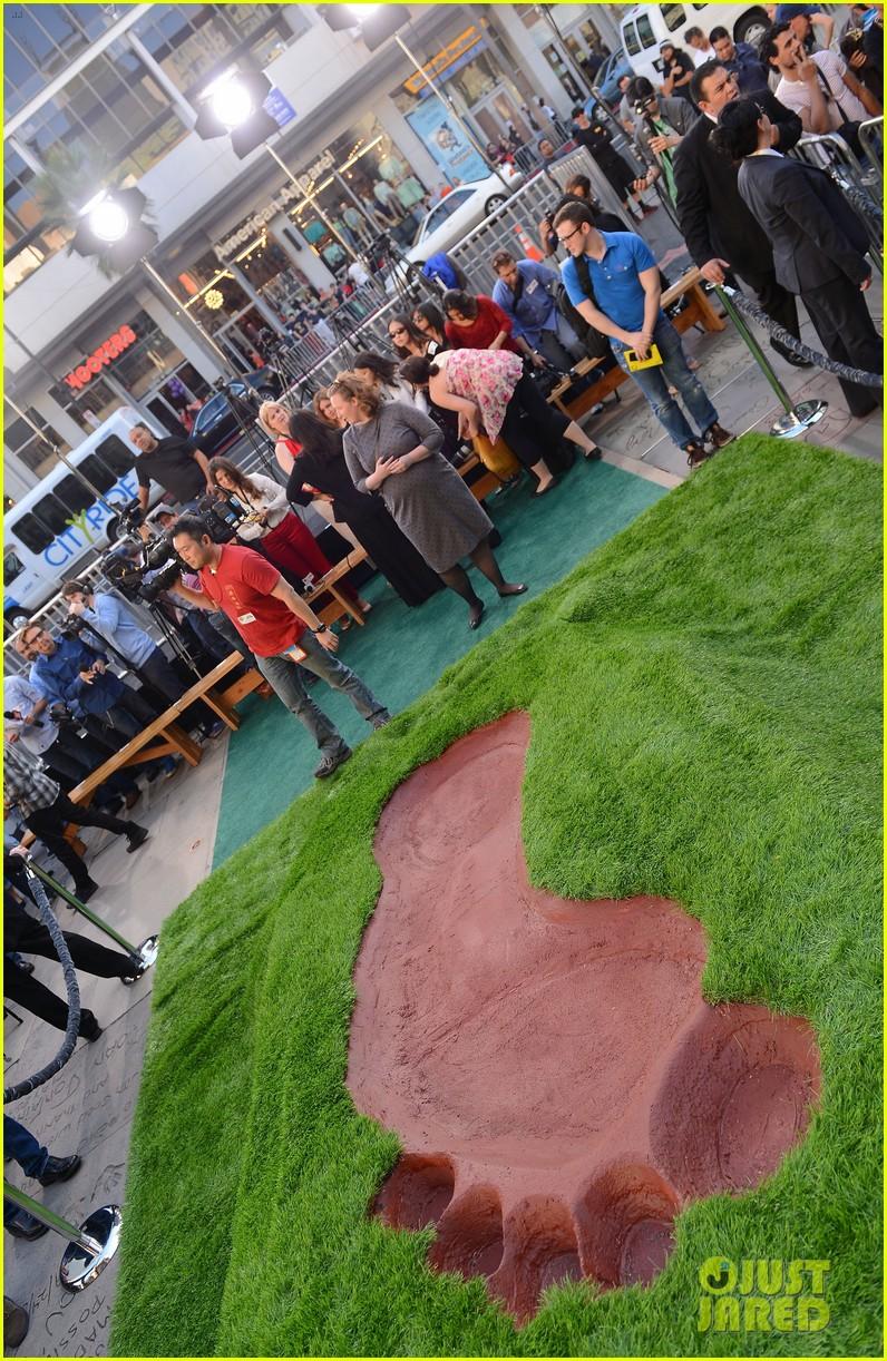 nicholas hoult jack the giant slayer footprint unveiling 132822727