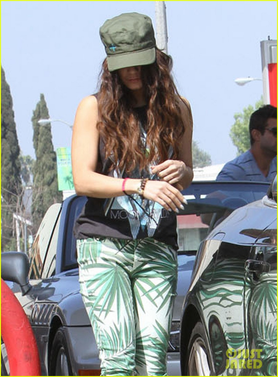 vanessa hudgens low profile gas station stop 122832482
