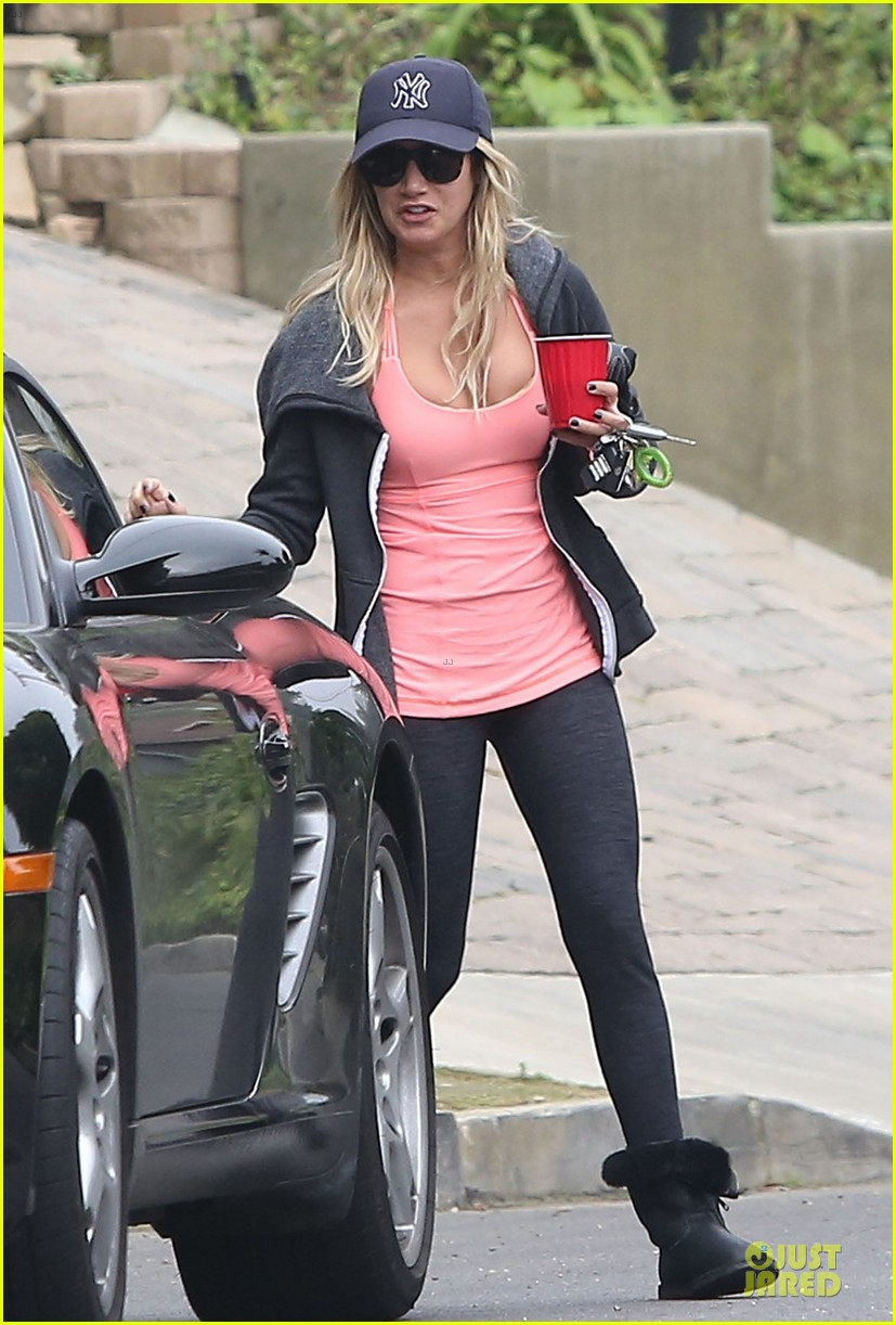 vanessa hudgens gym workout with ashley tisdale 092833928