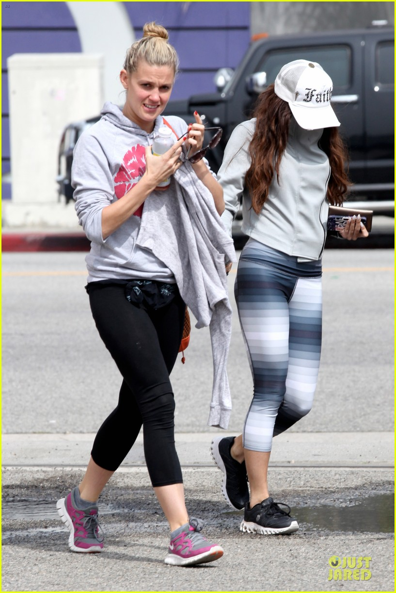 vanessa hudgens gym workout with ashley tisdale 17
