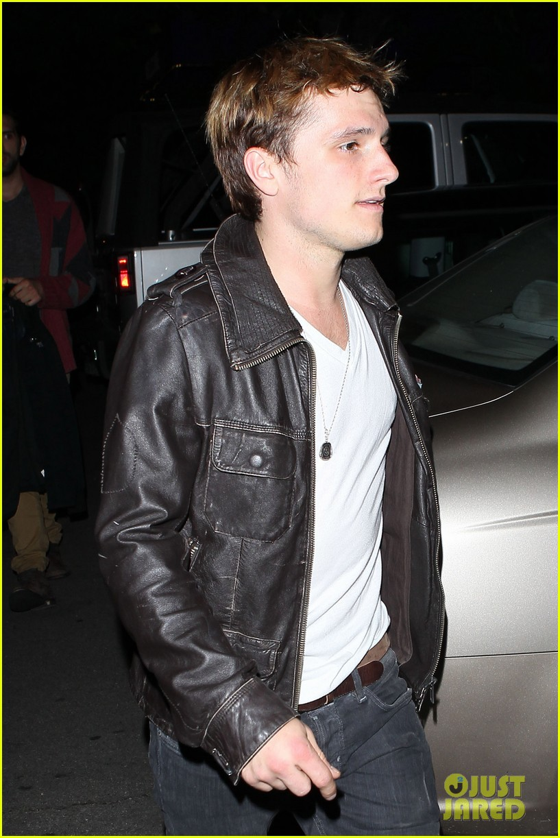 josh hutcherson bowling night with mom 05