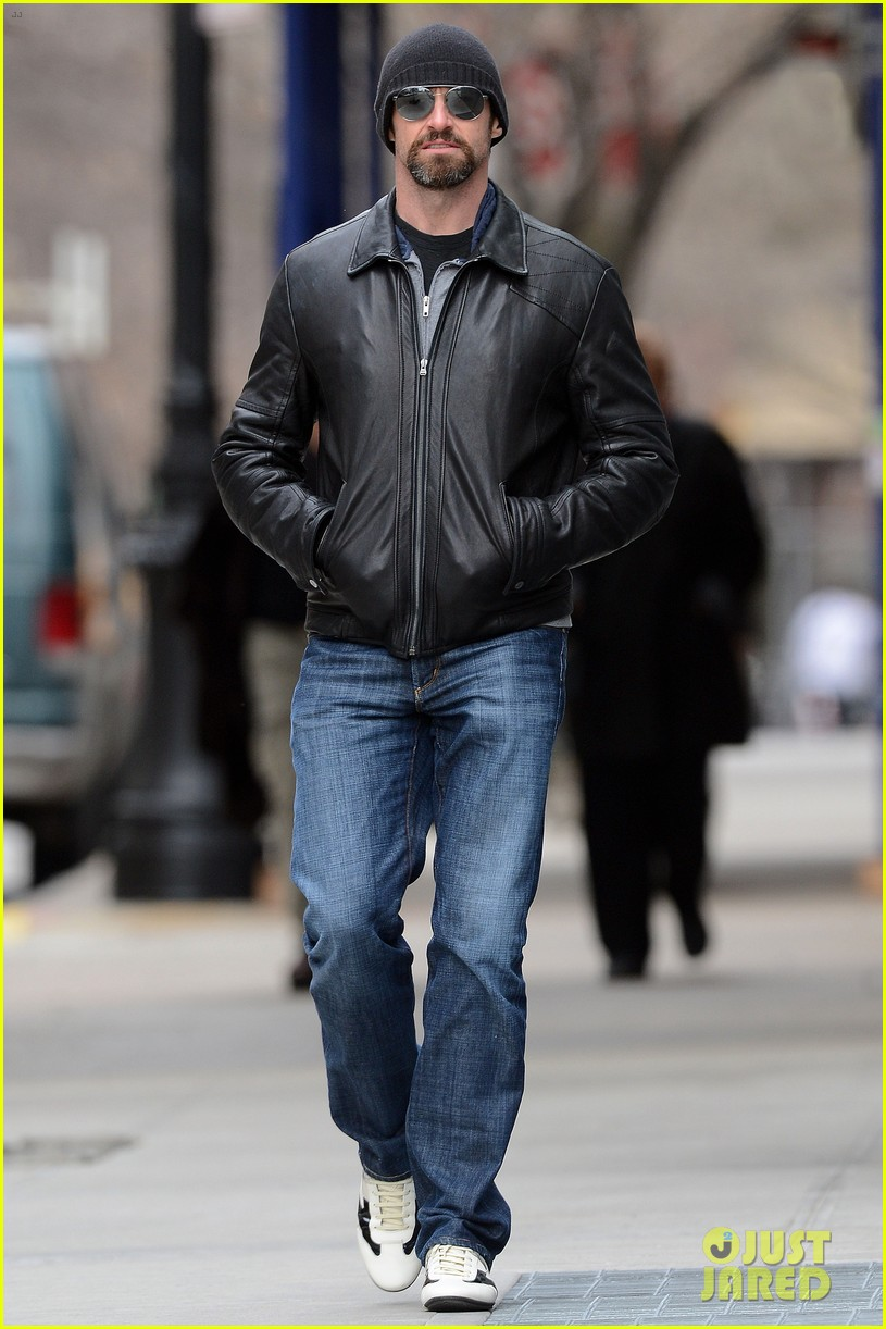hugh jackman bundled up with ava 01