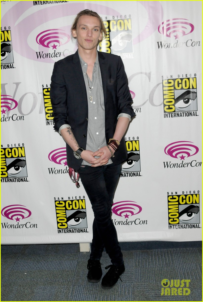 kevin zegers jamie campbell bower mortal instruments wondercon panel 012841048