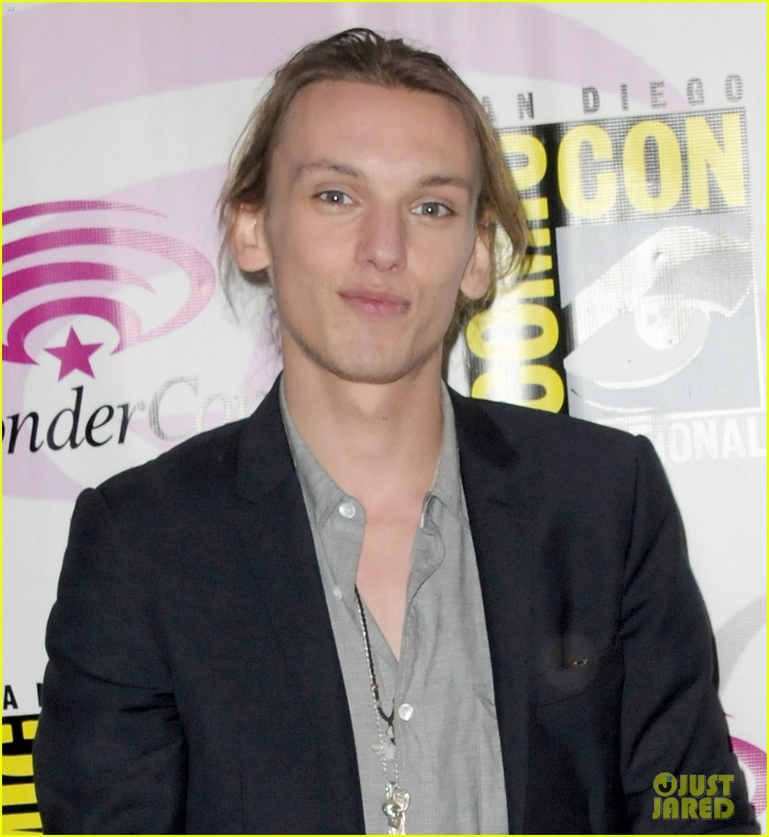 kevin zegers jamie campbell bower mortal instruments wondercon panel 032841050