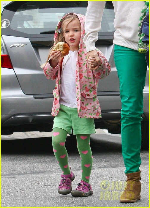 jennifer garner st patricks day shopping with seraphina samuel 022833656