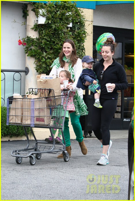 jennifer garner st patricks day shopping with seraphina samuel 032833657