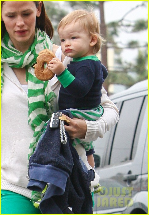 jennifer garner st patricks day shopping with seraphina samuel 052833659