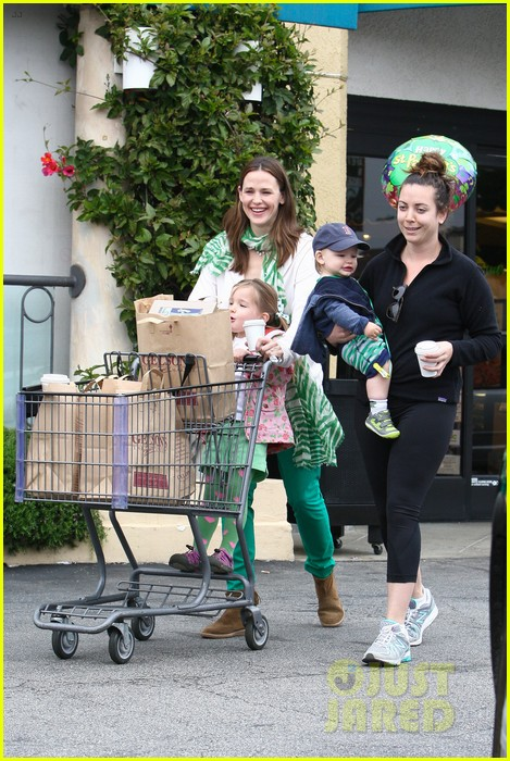 jennifer garner st patricks day shopping with seraphina samuel 122833666