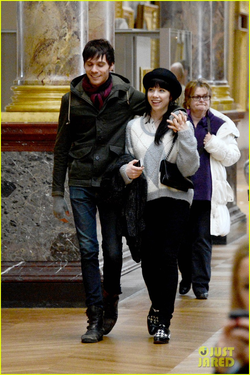 carly rae jepsen matthew koma louvre lovebirds 032833492