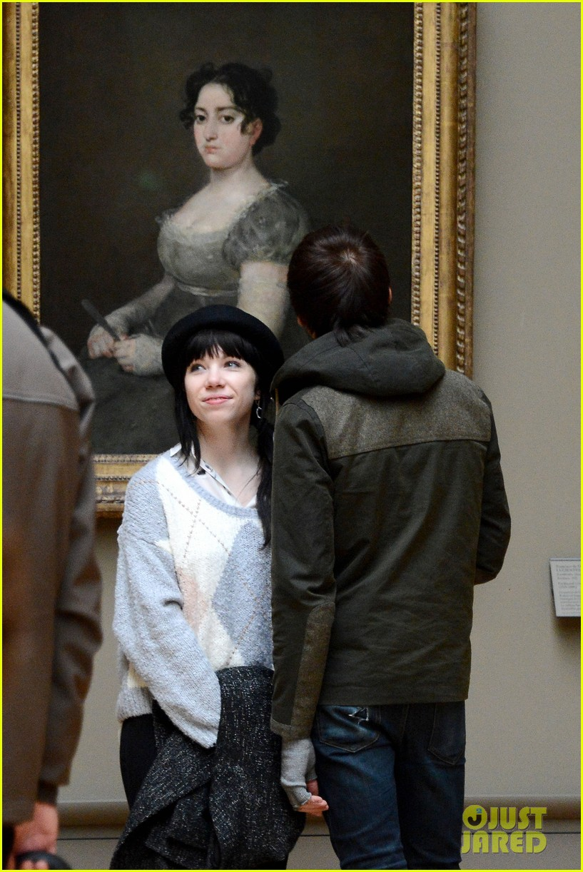carly rae jepsen matthew koma louvre lovebirds 08