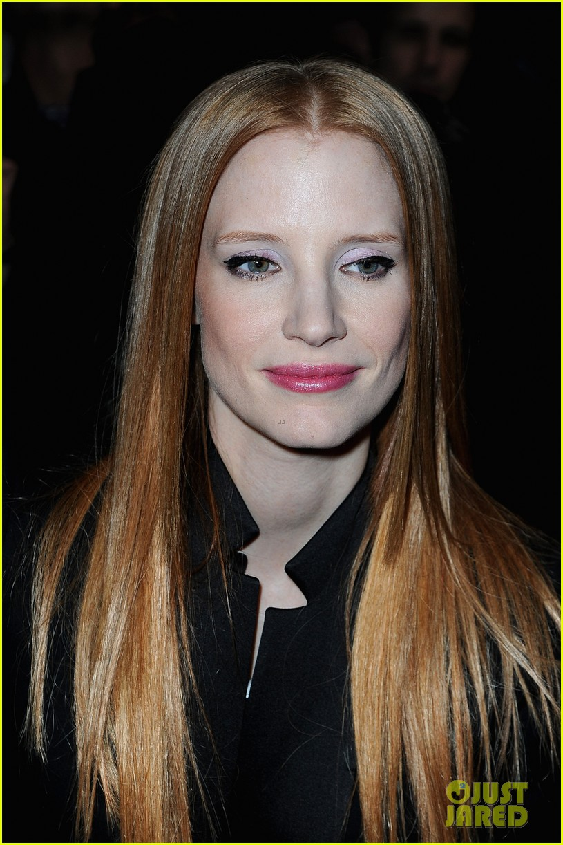 jessica chastain amanda seyfried givenchy paris fashion show 012824347