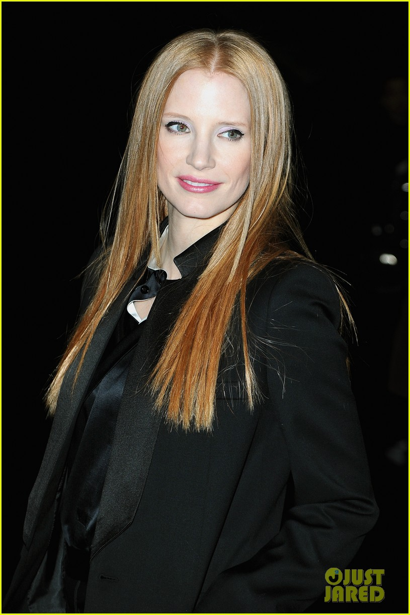 jessica chastain amanda seyfried givenchy paris fashion show 052824351