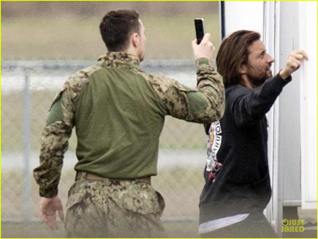 aaron taylor johnson military uniform on godzilla set 18