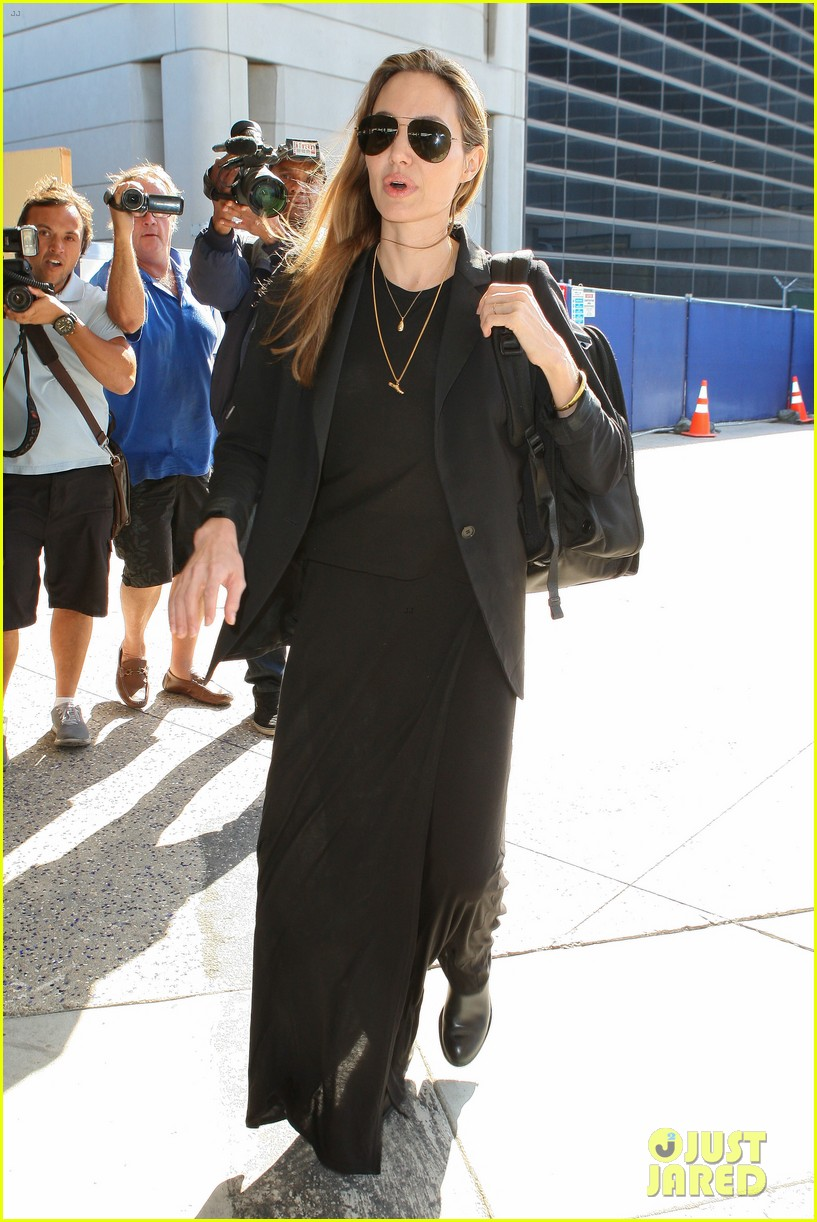 angelina jolie lands in los angeles after congo trip 012838741