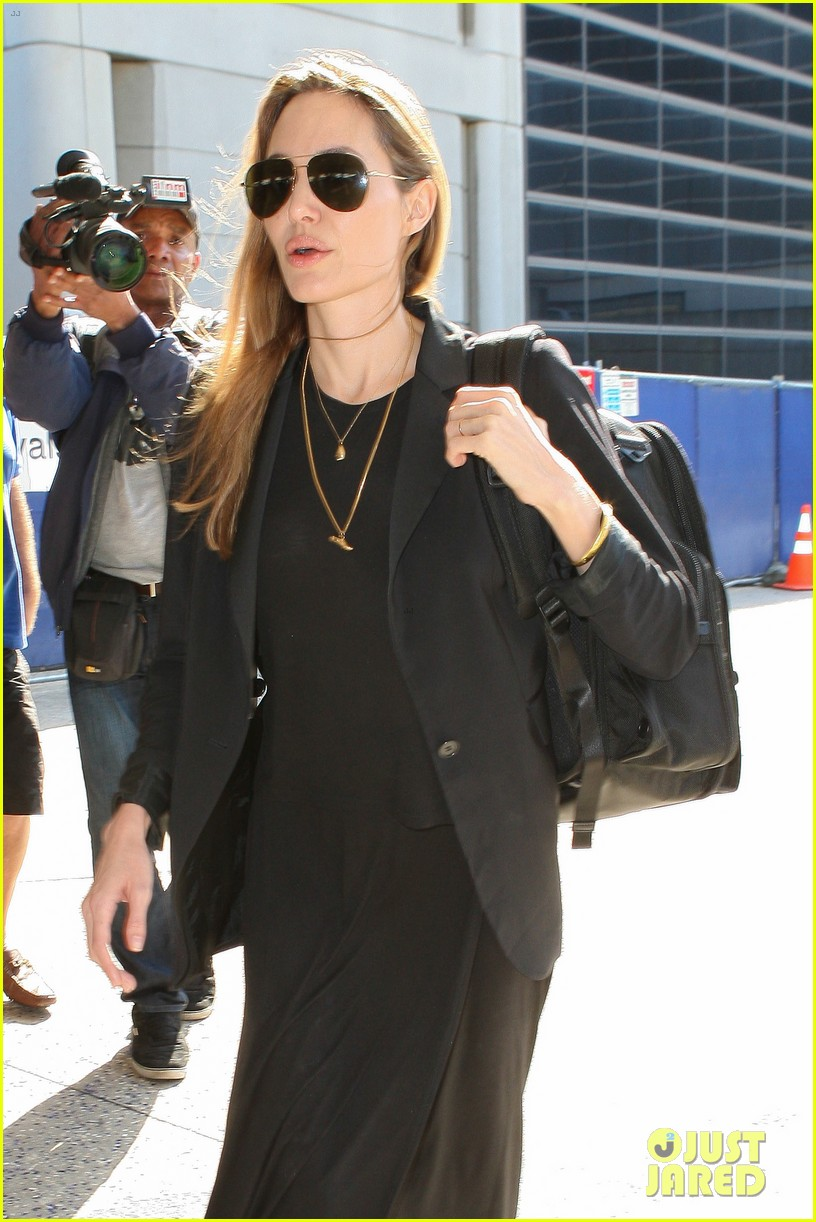angelina jolie lands in los angeles after congo trip 042838744