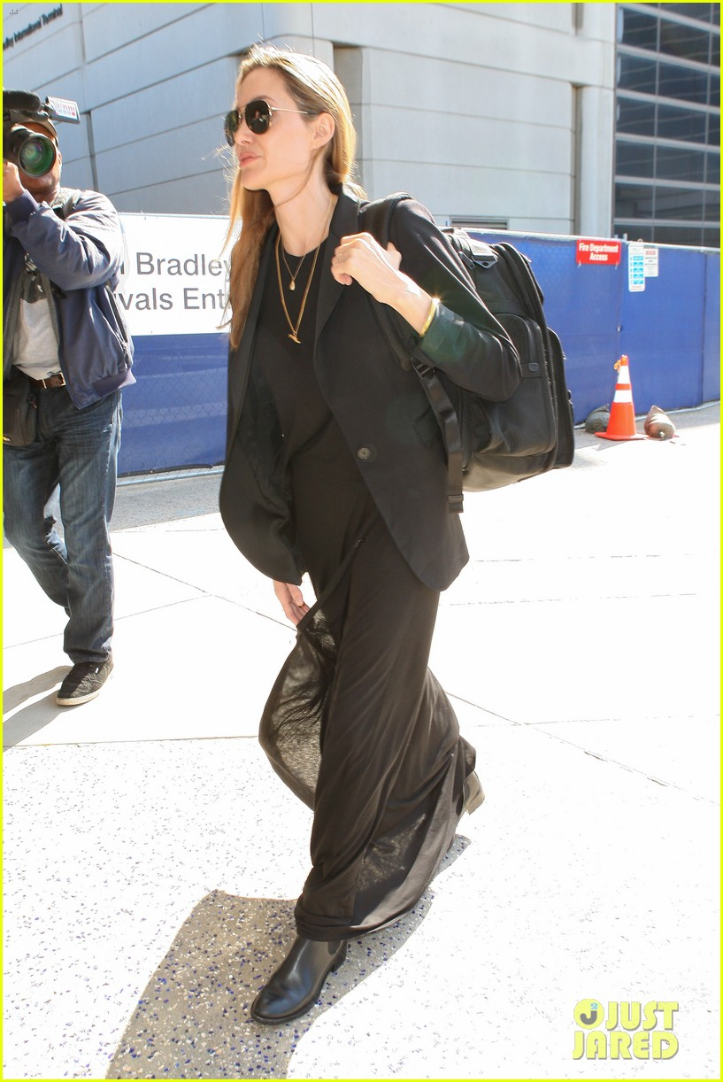 angelina jolie lands in los angeles after congo trip 052838745