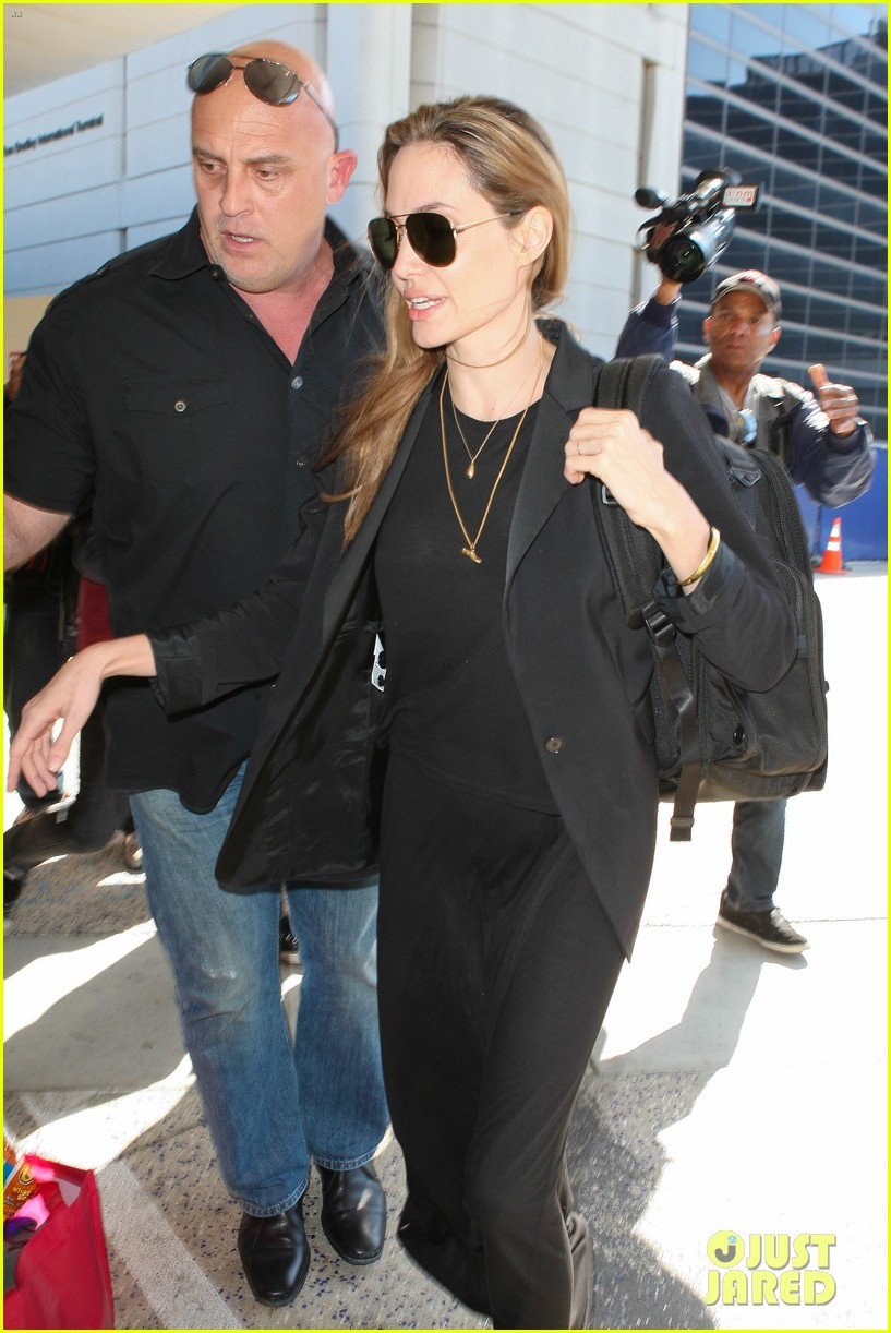 angelina jolie lands in los angeles after congo trip 062838746