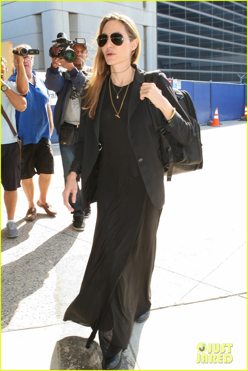 angelina jolie lands in los angeles after congo trip 072838747