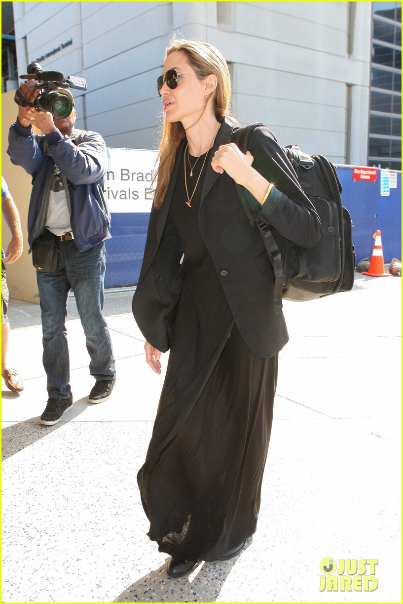 angelina jolie lands in los angeles after congo trip 082838748
