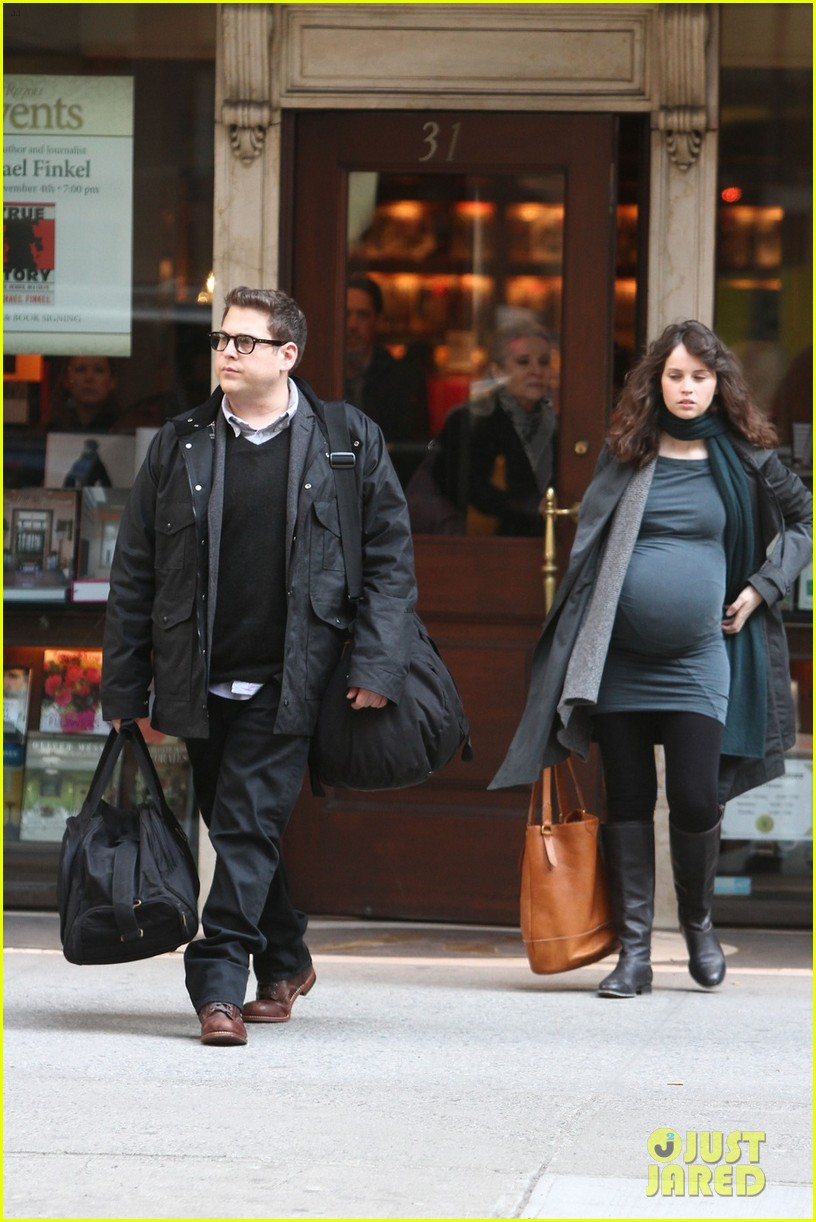 felicity jones fake baby bump for true story 032834660