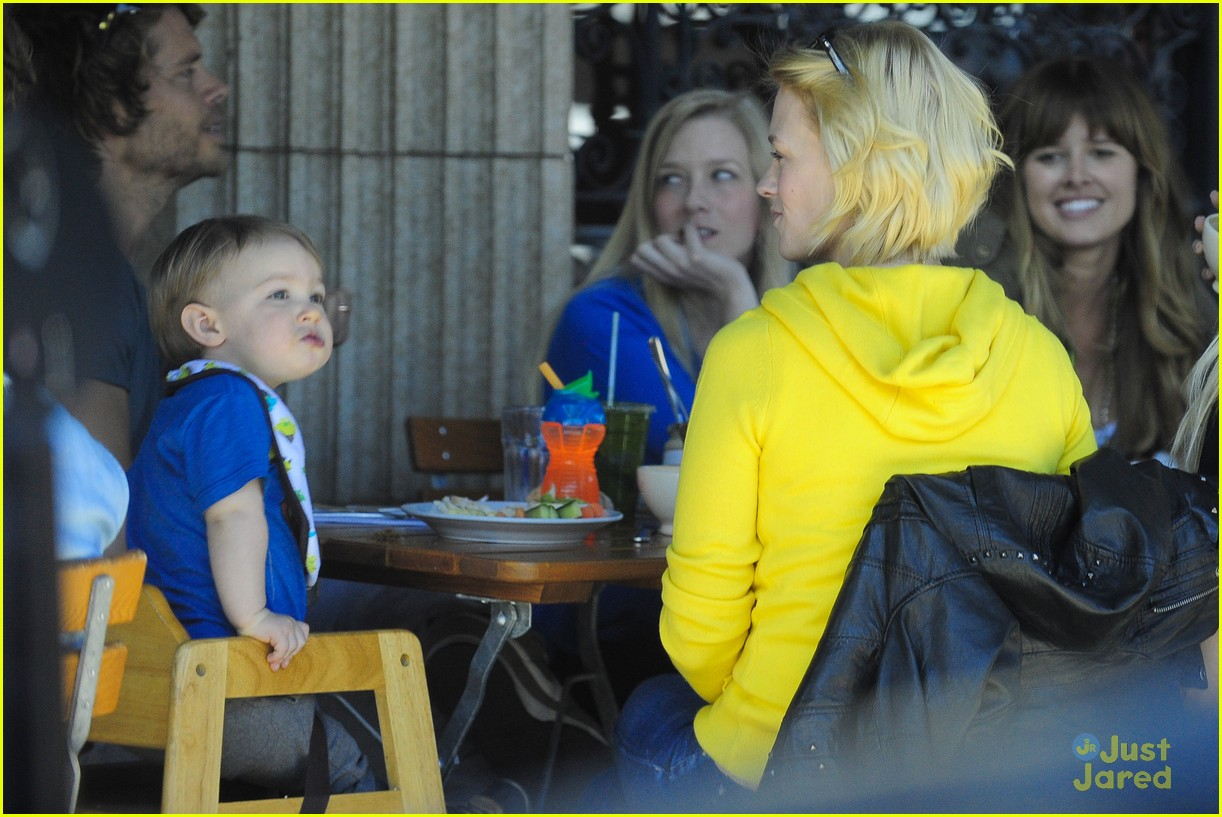 january jones xander le pain quotidien lunch 15