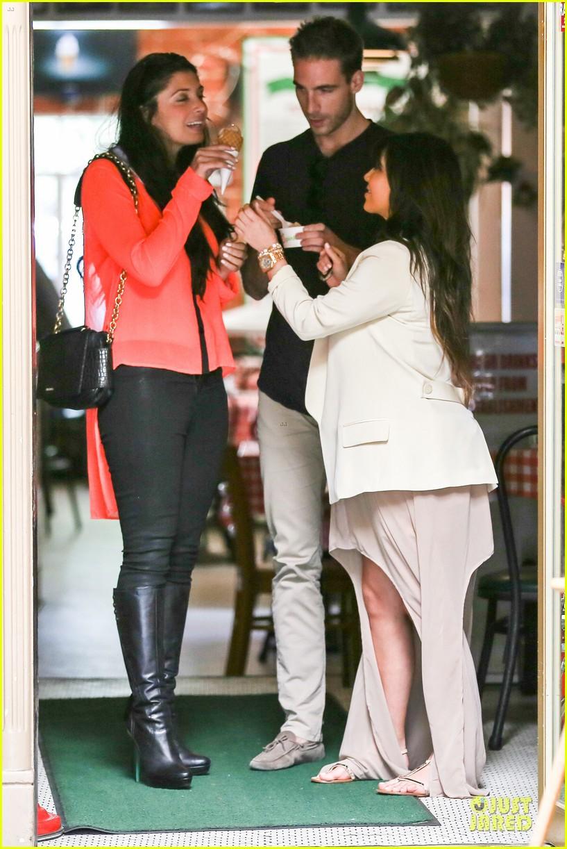 kim kardashian atlanta landing for temptation premiere 092831597