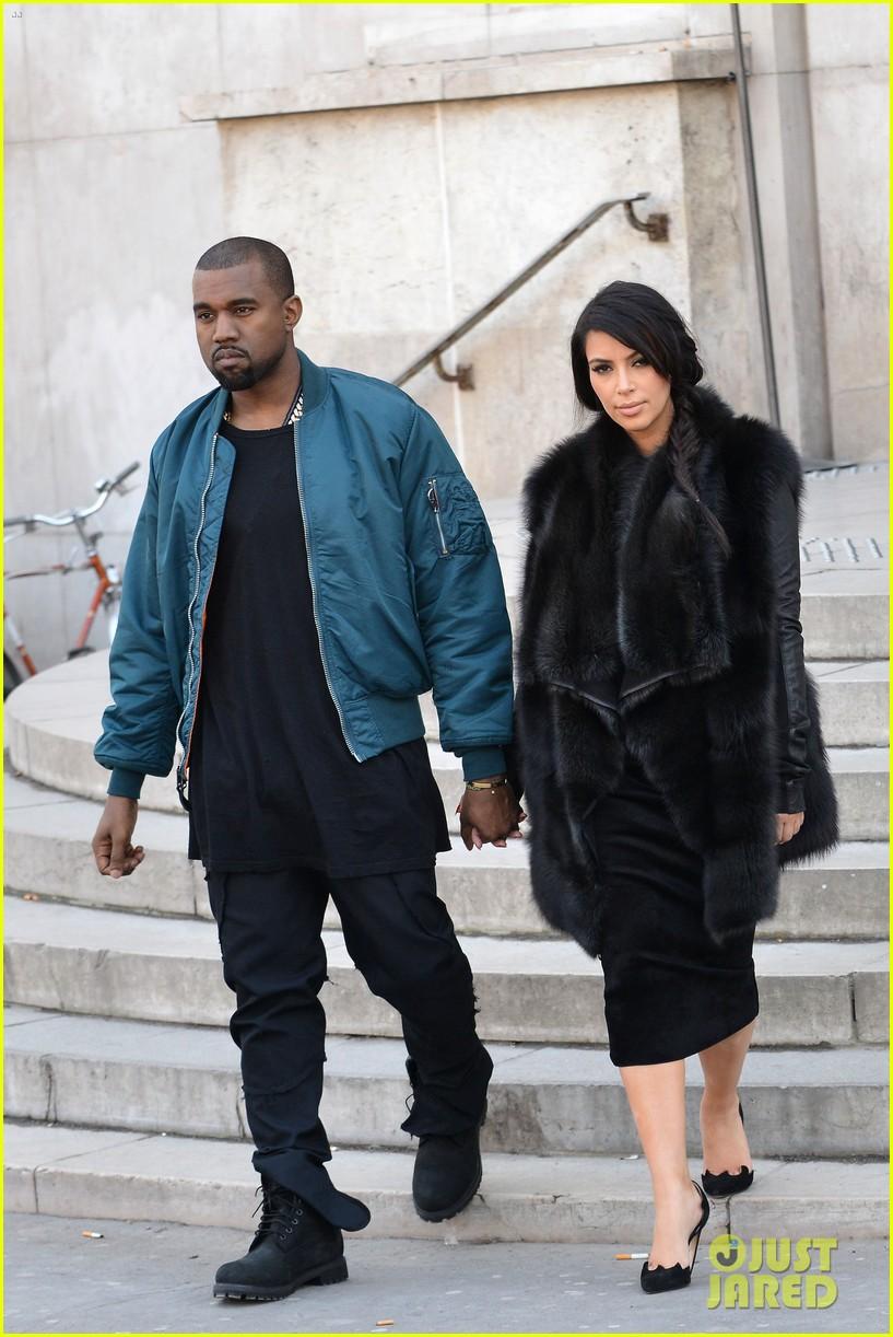pregnant kim kardashian kanye west palais de tokyo visit 032824798