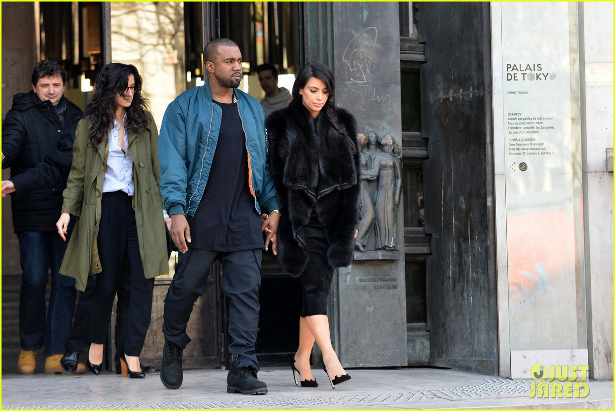 pregnant kim kardashian kanye west palais de tokyo visit 092824804